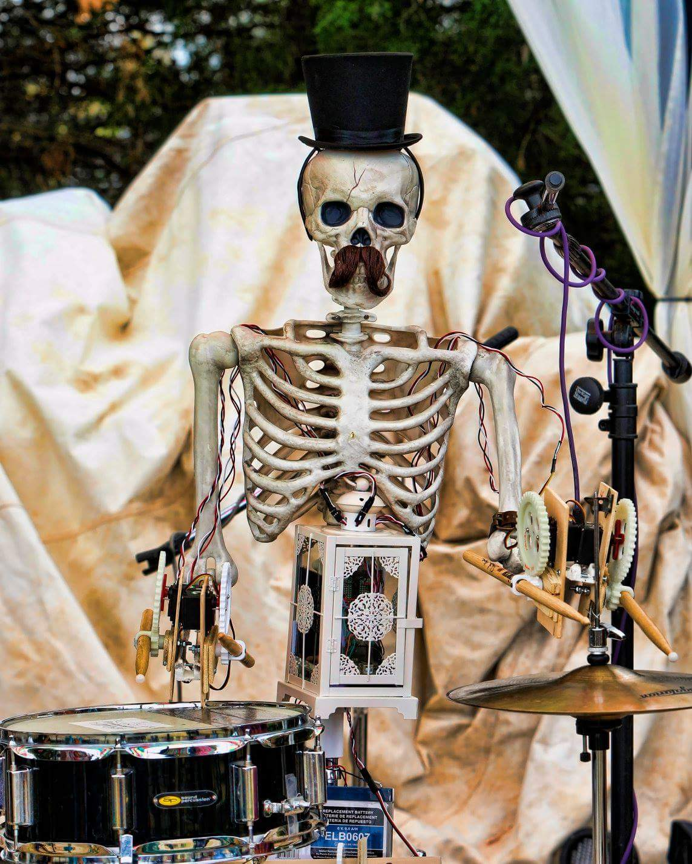 Slim, the robot drummer, at Steampunk November 2017